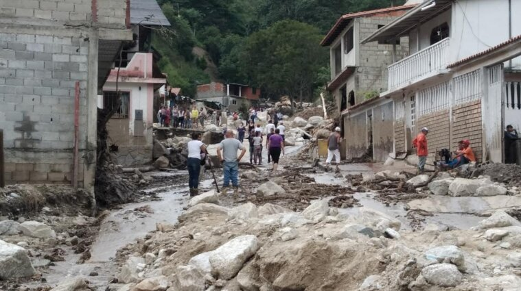 В результате наводнений в Венесуэле пострадало 35 500 местных жителей - видео
