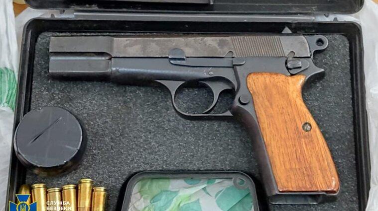 Бывший руководитель подразделения ГСЧС незаконно торговал оружием и химическими веществами - фото