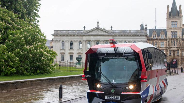 Безпілотні автобуси тестують у Великій Британії- фото