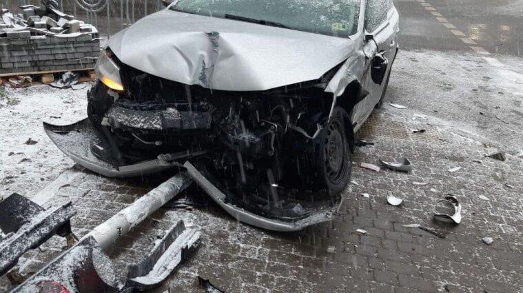 Розбиті автомобілі та ускладений рух: що відбувається на дорогах Києва