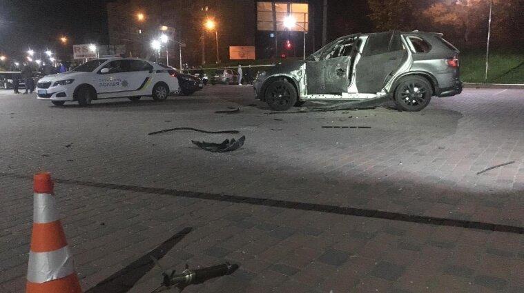 В Ивано-Франковске в автомобиль выстрелили из ручного гранатомета - фото
