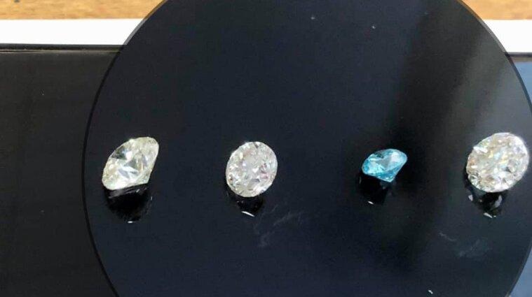 У Києві митники вилучили понад півсотні американських діамантів