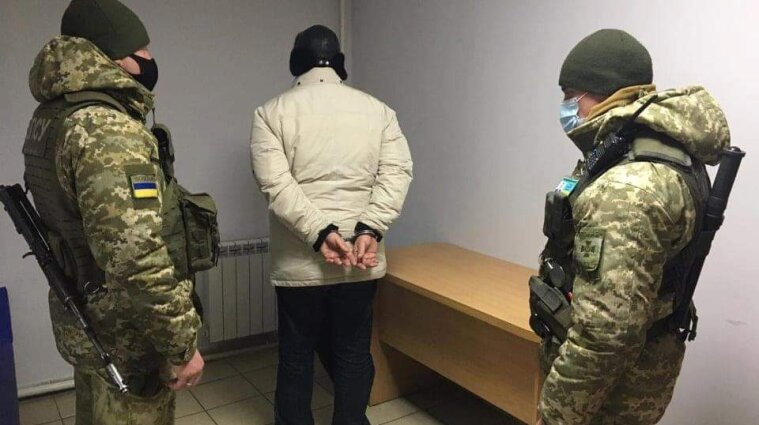 В Сумской области 60-летний рецидивист пешком хотел пересечь границу - видео