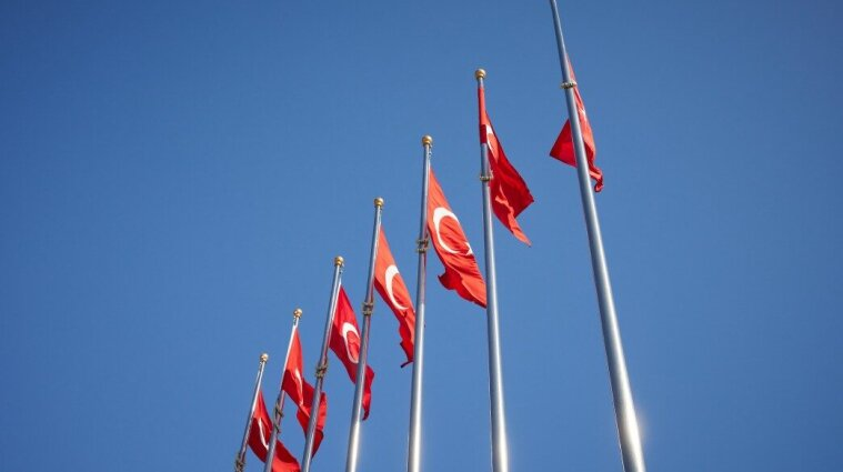 Требует сдавать ПЦР-тест: Турция изменила требования въезда для украинцев
