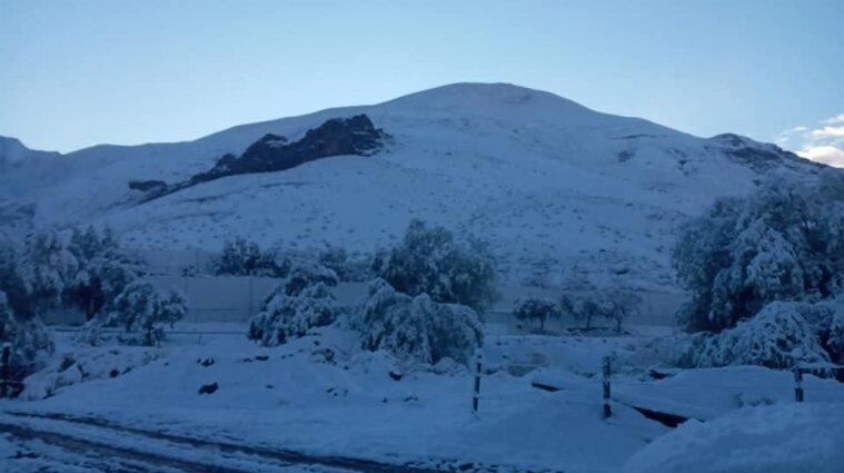 Найсухішу пустелю Атакаму замело снігом - фото