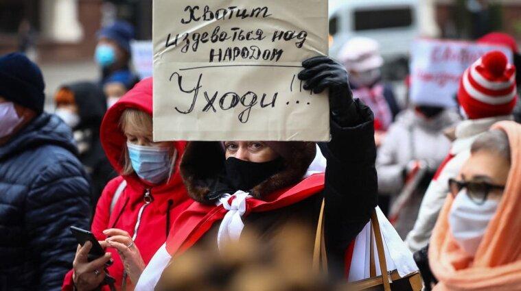 На протесты в Беларуси вышли пенсионеры и медики - фото