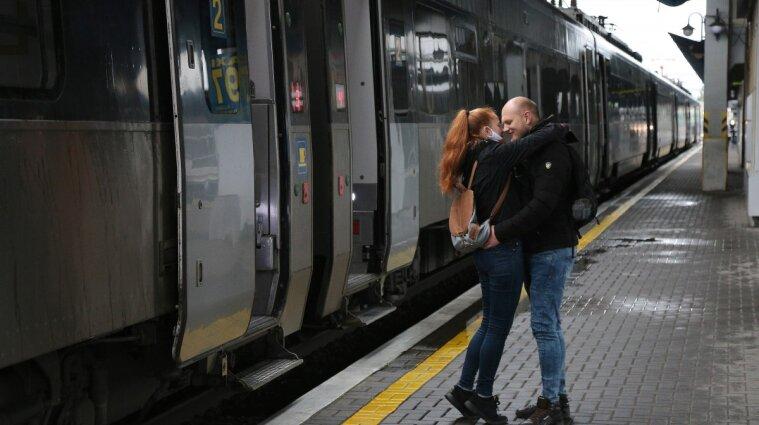 Ланч-боксы на любой вкус: Укрзализныця обновила меню в поездах (фото)
