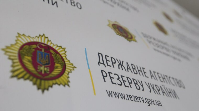 В Киеве работник Госрезерва зарезал себя канцелярским ножом