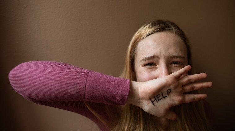 Ґвалтував протягом двох років 13-річну дівчинку: одесита затримали