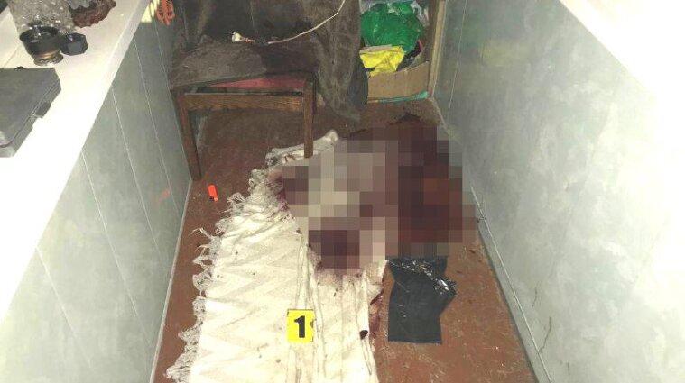 Жительница Ровенской области нашла на балконе труп незнакомца - фото