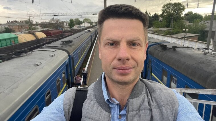 Украинского депутата обокрали в поезде: воры скупились за его деньги в АТБ