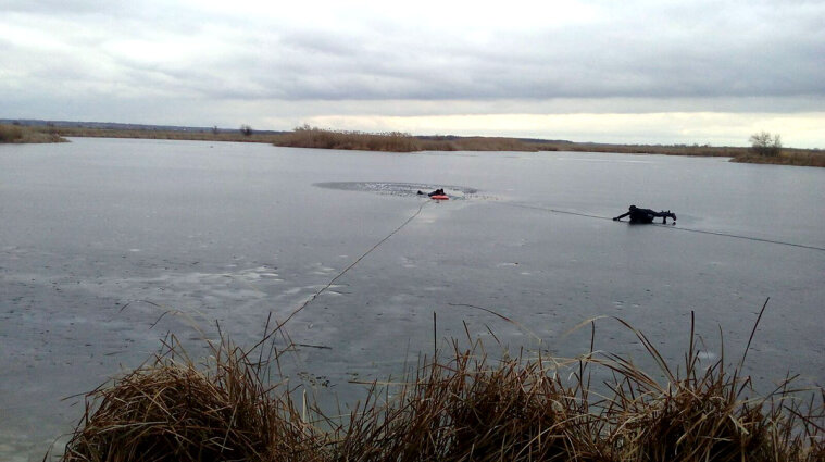 В Черкасской области авто съехало в пруд: погибли три человека