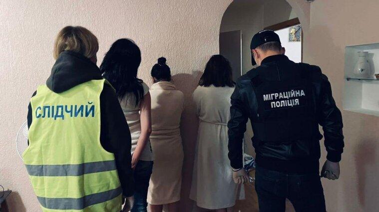 У Києві та Дніпрі примушували жінок займатися проституцією (фото)
