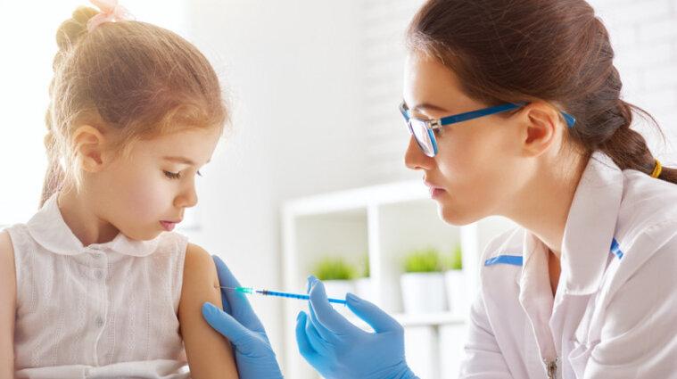 В школе имеют право не пускать детей без прививок на уроки - Верховный суд