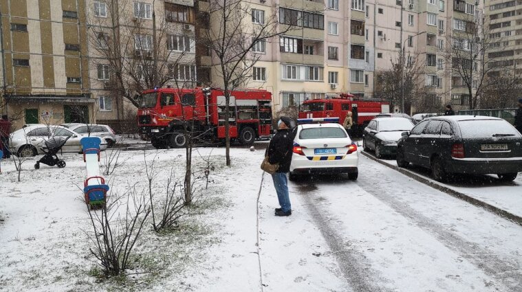 В Киеве вспыхнул пожар в многоэтажке: спасли двух детей