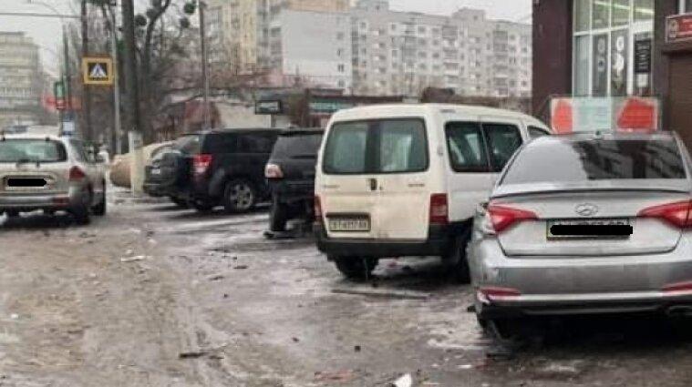 Автотроща у Вишгороді: водій протаранив припарковані автівки