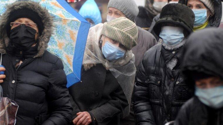 """В """"красных зонах"""" людям запретили ходить по улицам без масок"""