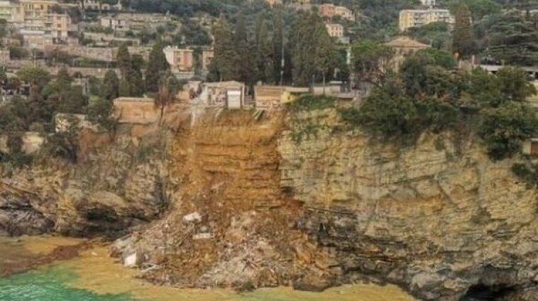 В Італії через зсув ґрунту у море потрапили труни з небіжчиками - відео