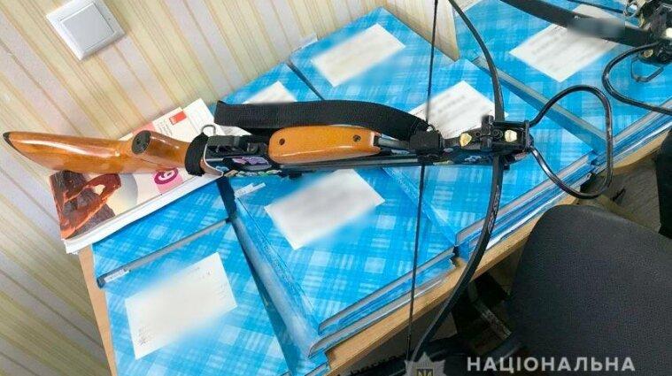 В Полтаве девушка из арбалета подстрелила двух учителей (обновлено)