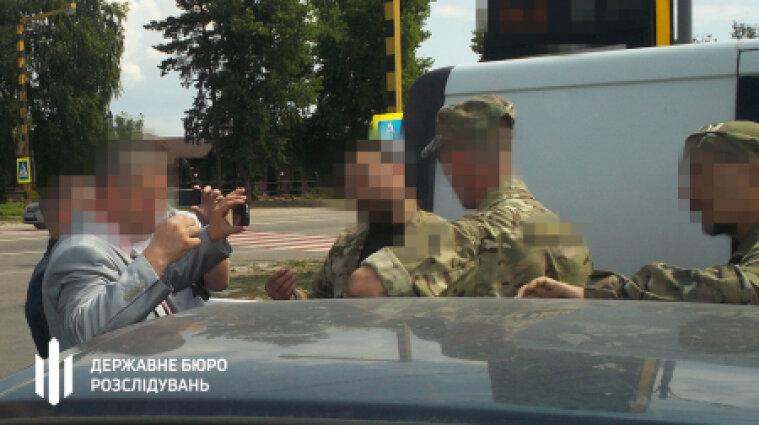 Бывший нацгвардеец похитил и пытал волонтера - подробности от ГБР