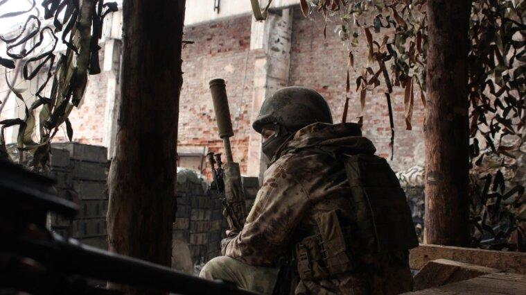 На Донбасі окупанти поранили українського військового