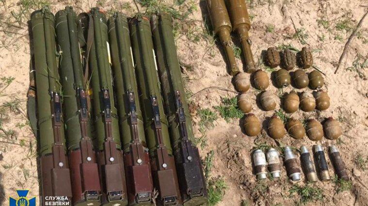 У Луганській області СБУ знайшла схованку з військовими засобами ураження