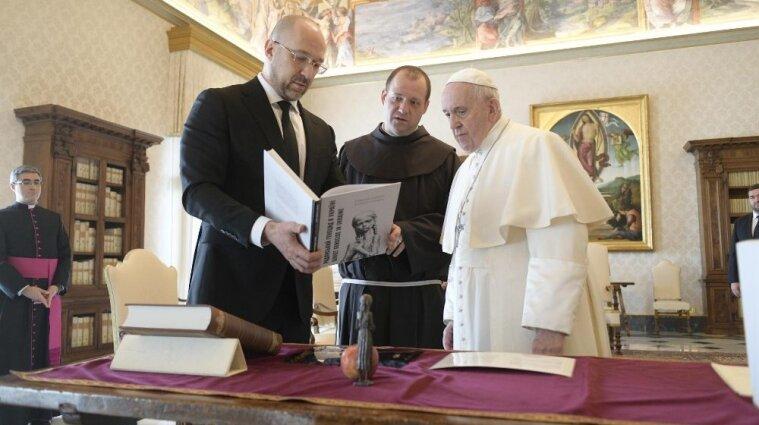 Шмигаль зустрівся з папою Римським у Ватикані (відео)