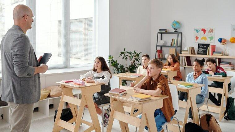 """Известно, при каких условиях в """"красной"""" зоне школы будут работать оффлайн"""