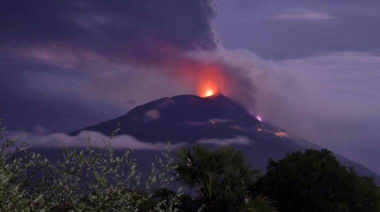 В Індонезії евакуювали тисячі жителів через активізацію вулкана