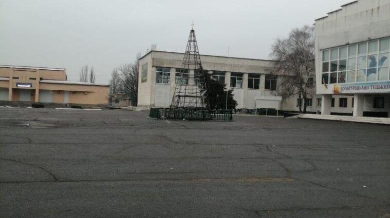 В Херсонской области гирлянда сожгла дотла новогоднюю елку
