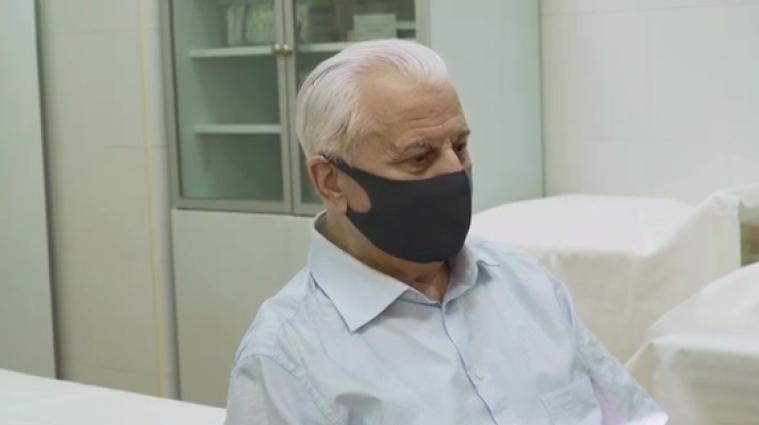 Кравчук вакцинувався індійською вакциною проти коронавірусу - відео