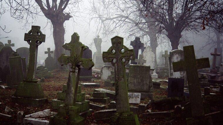 На Львовщине хоронили людей на нелегальном кладбище