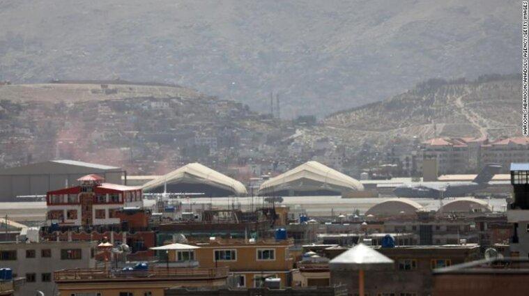 По аэропорта Кабула запустили пять ракет