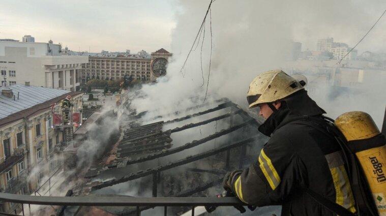 В центре Киева произошел пожар в жилом доме - фото, видео