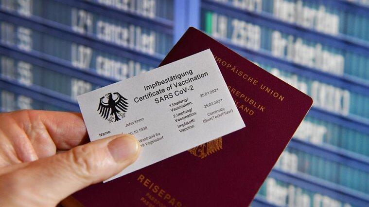 Франція першою запустить COVID-паспорти для поїздок