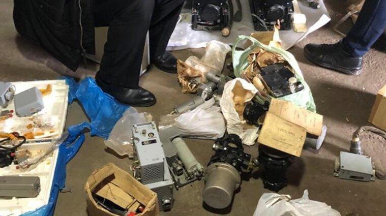 На Хмельниччині військовий викрав з частини понад 120 різних деталей до авіаційної техніки