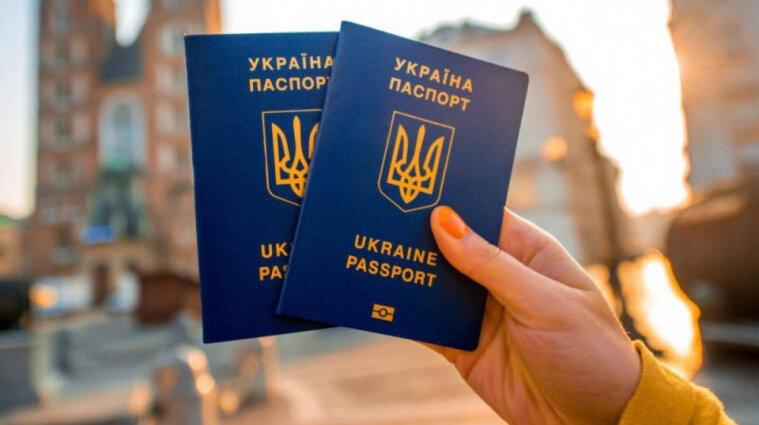 В миграционной службе пояснили, когда необходимо предъявлять бумажные паспорта