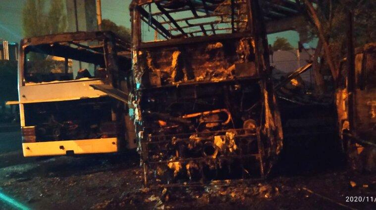 Пожежа на автостоянці в Одесі: постраждав 55-річний чоловік