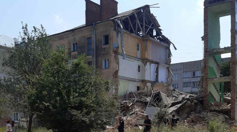 Частина багатоповерхового будинку впала у Львівський області - фото