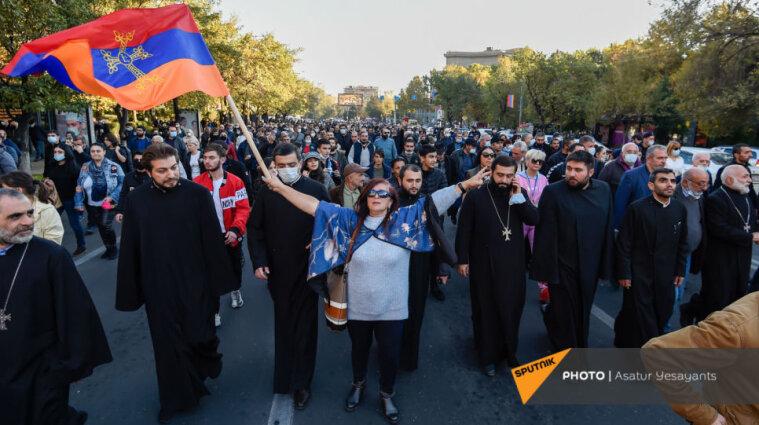 Протесты в Армении: от Пашиняна требуют добровольной отставки