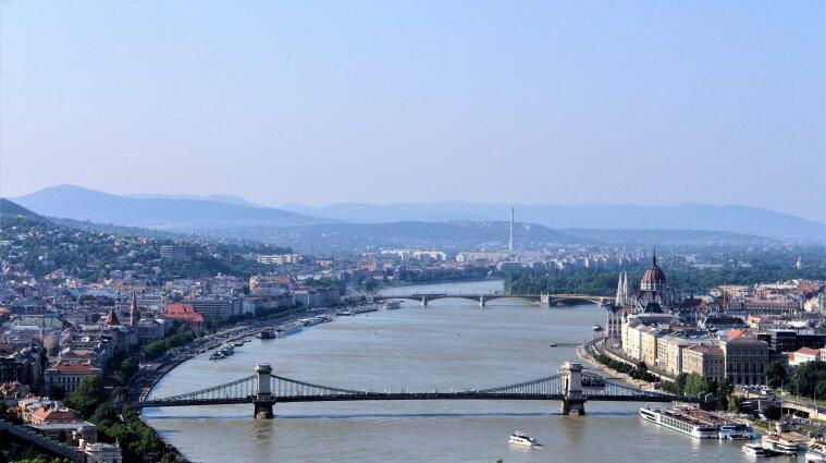 Угорщина дозволила транзит до Австрії для українців, які подорожують потягом