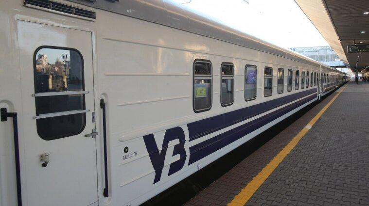 В Черновицкой области изменили движение поездов из-за провала на железной дороге
