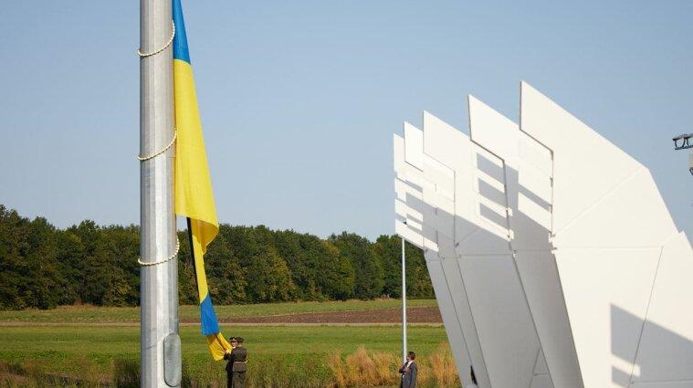 У географічному центрі України Зеленський відкрив новий арткомплекс - фото