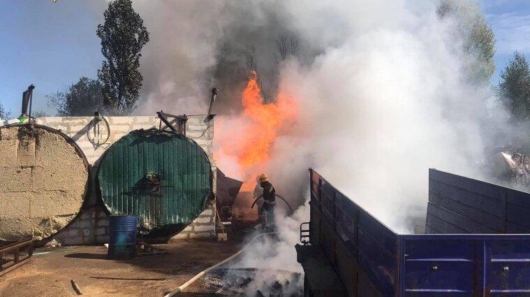 В Житомире на предприятии произошел пожар - есть пострадавшие (фото)