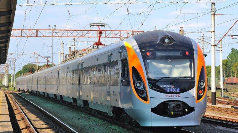 Через негоду в Україні поїзди курсують із запізненням
