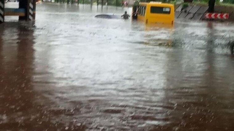 Негода у Маріуполі: дощ затопив вулиці та квартири - відео