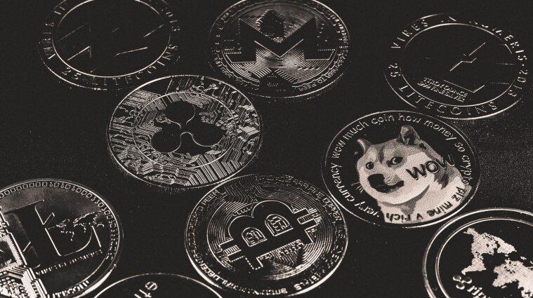 Объем торгов на криптовалютных биржах впервые превысил 2 трлн долларов