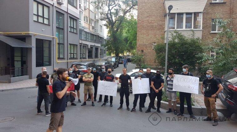 Активисты устроили пикет под окнами скандального судьи