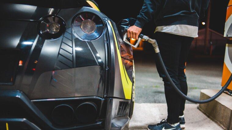 У Мінекономіки сказали, скільки має коштувати літр пального