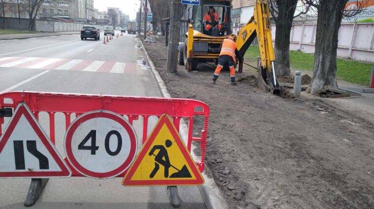 Ремонт дорог в Киеве: на Михайловской площади ограничили движение транспорта